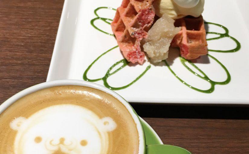 季節のワッフルと美味しいカフェラテ