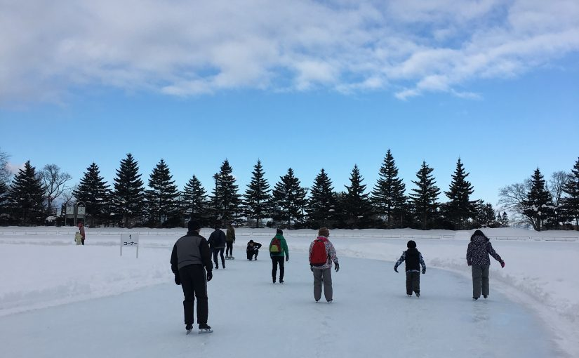 家族で楽しめる円山の屋外スケート場